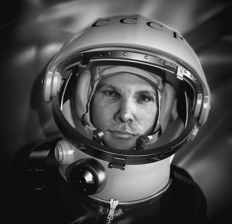 Гагарин фото в скафандре для детей