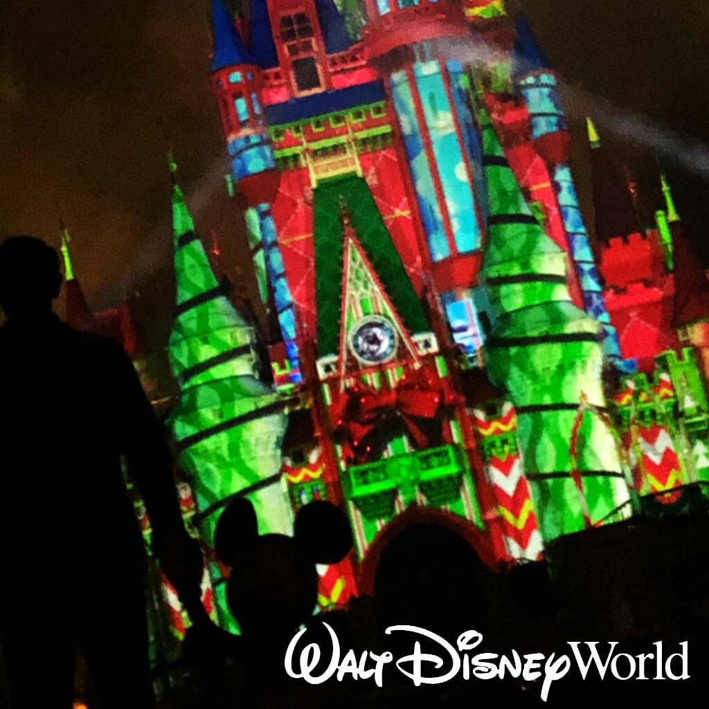 Minnie's Wonderful Christmastime Projection Mapping and Fireworks Show