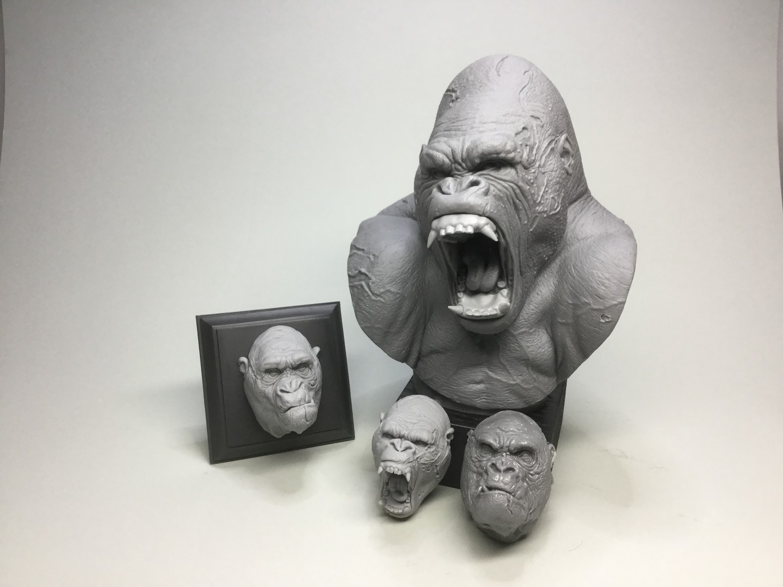 Gorillas complete set/cast resin