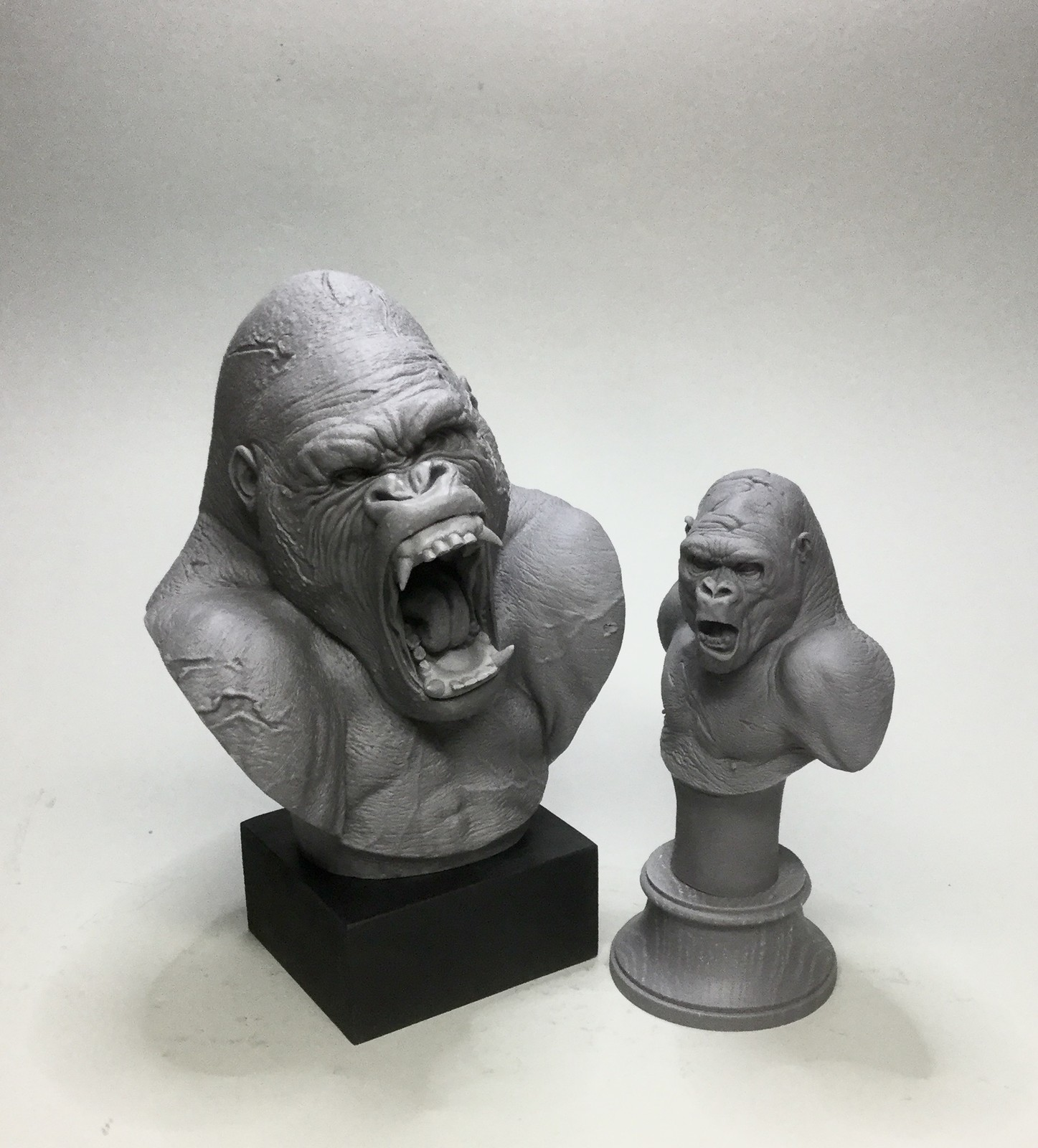 Gorillas set/ cast resin