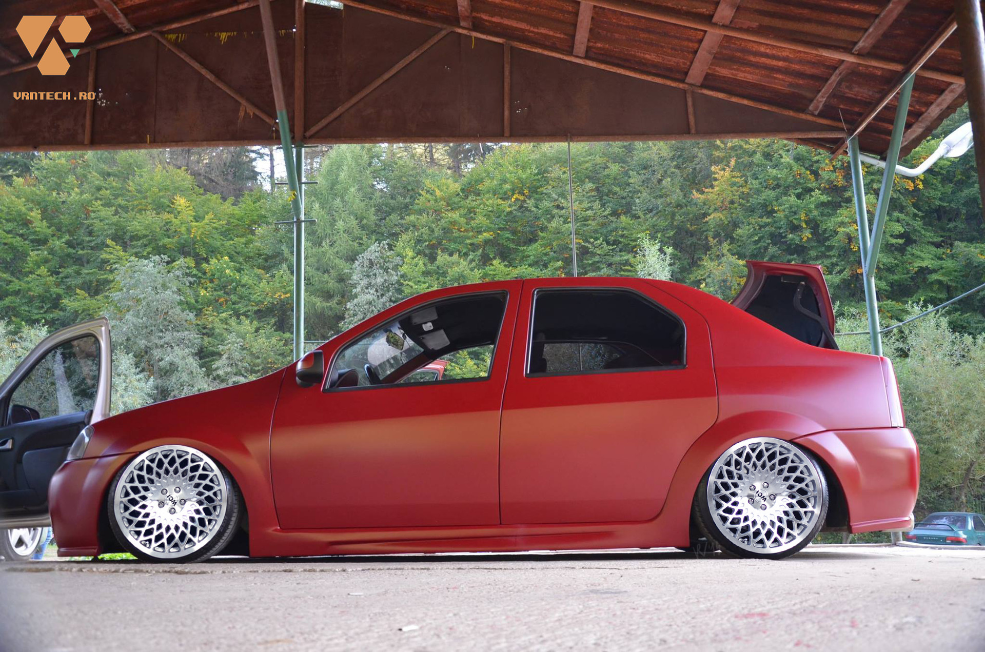 Side view with the WCI rims.