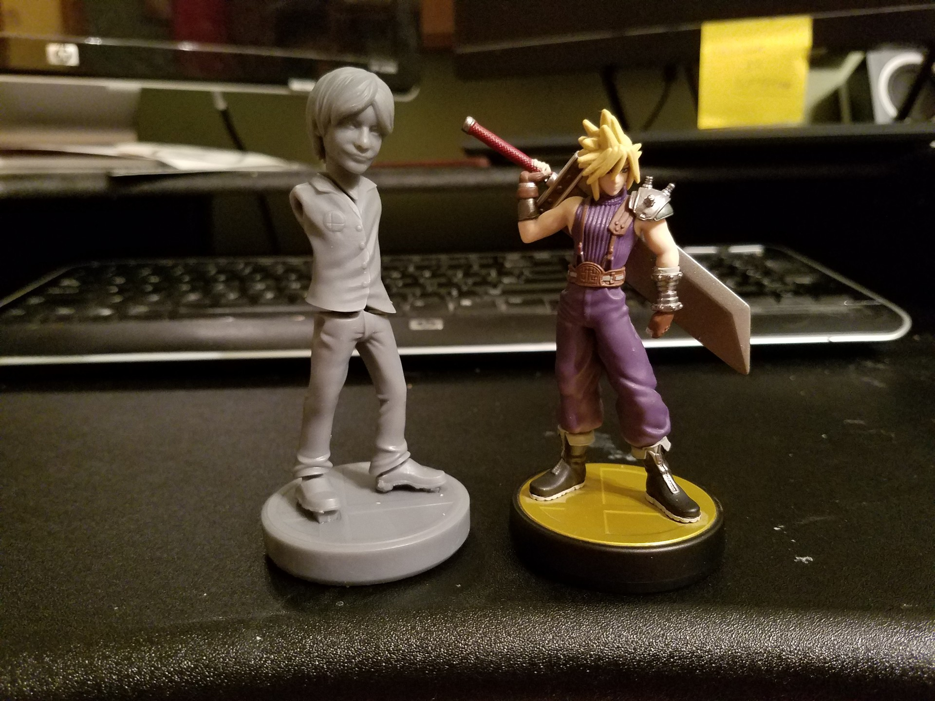 Comparing the size of the print to an existing amiibo. I wanted Sakurai to be a teeny bit taller than Cloud so this came out perfect!
