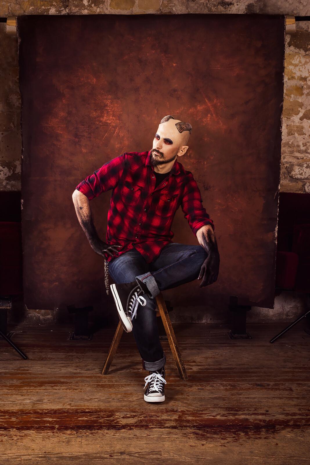 Model : Arlequin Propsmaker Photography : Antony Gomes Light Assistant : Florian Fromentin  Decors and props director: Arlequin Workshop Art directors : Koni / Antony Gomes