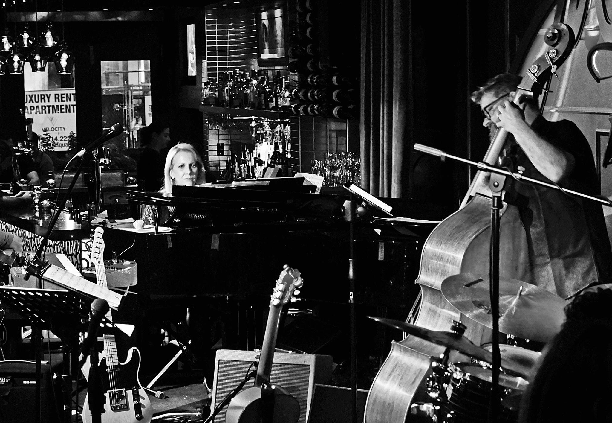 Photographing Sunnie Paxson, Jazz pianist from L.A. Jazz Bistro, Toronto.