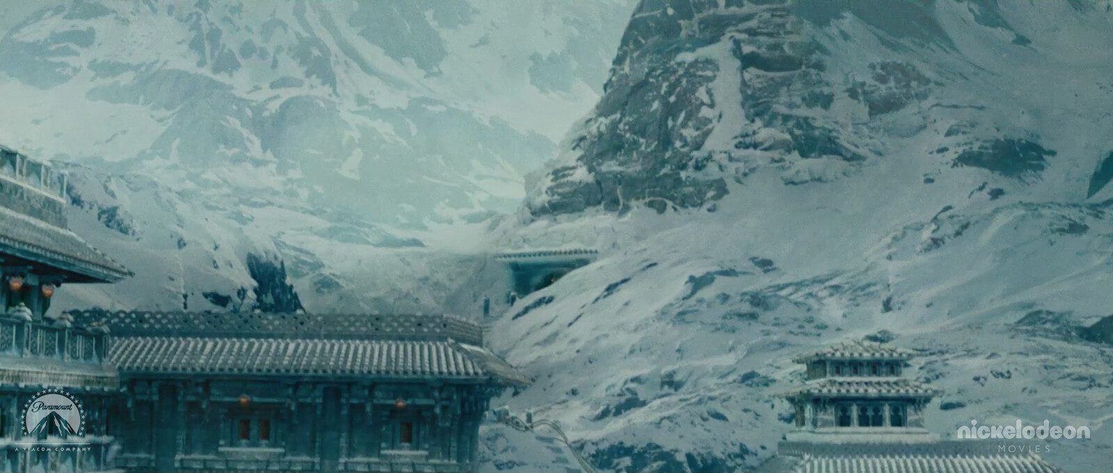 Set Extensions of the Northern Water Tribe City with BG Mountains. The city set piece is a collaboration of many Digital Matte Painters.