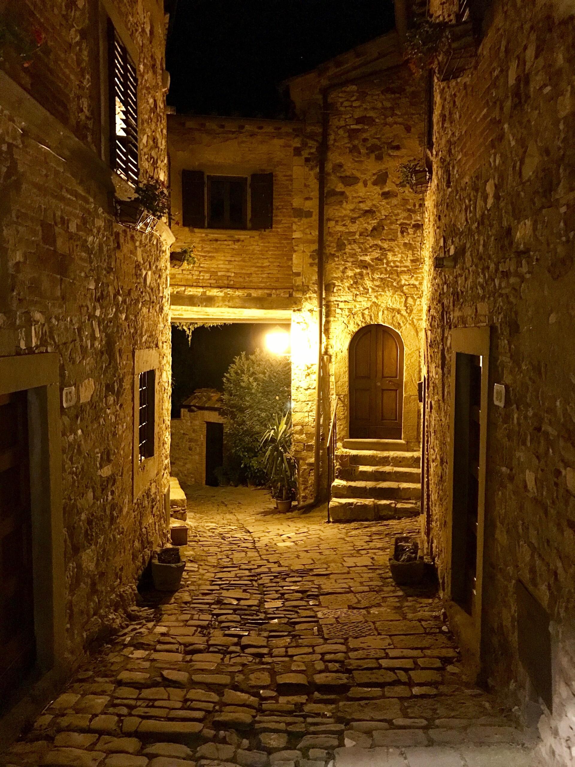 Lance laspina italia2017 spring montefioralleinsidevillage 19