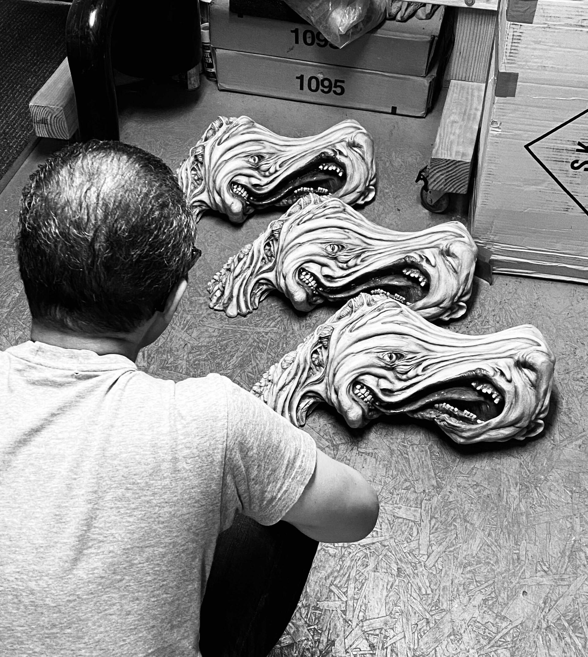 John Carpenter The Thing 1:1 Life Size Split Head W.I.P.  https://www.solidart.club/