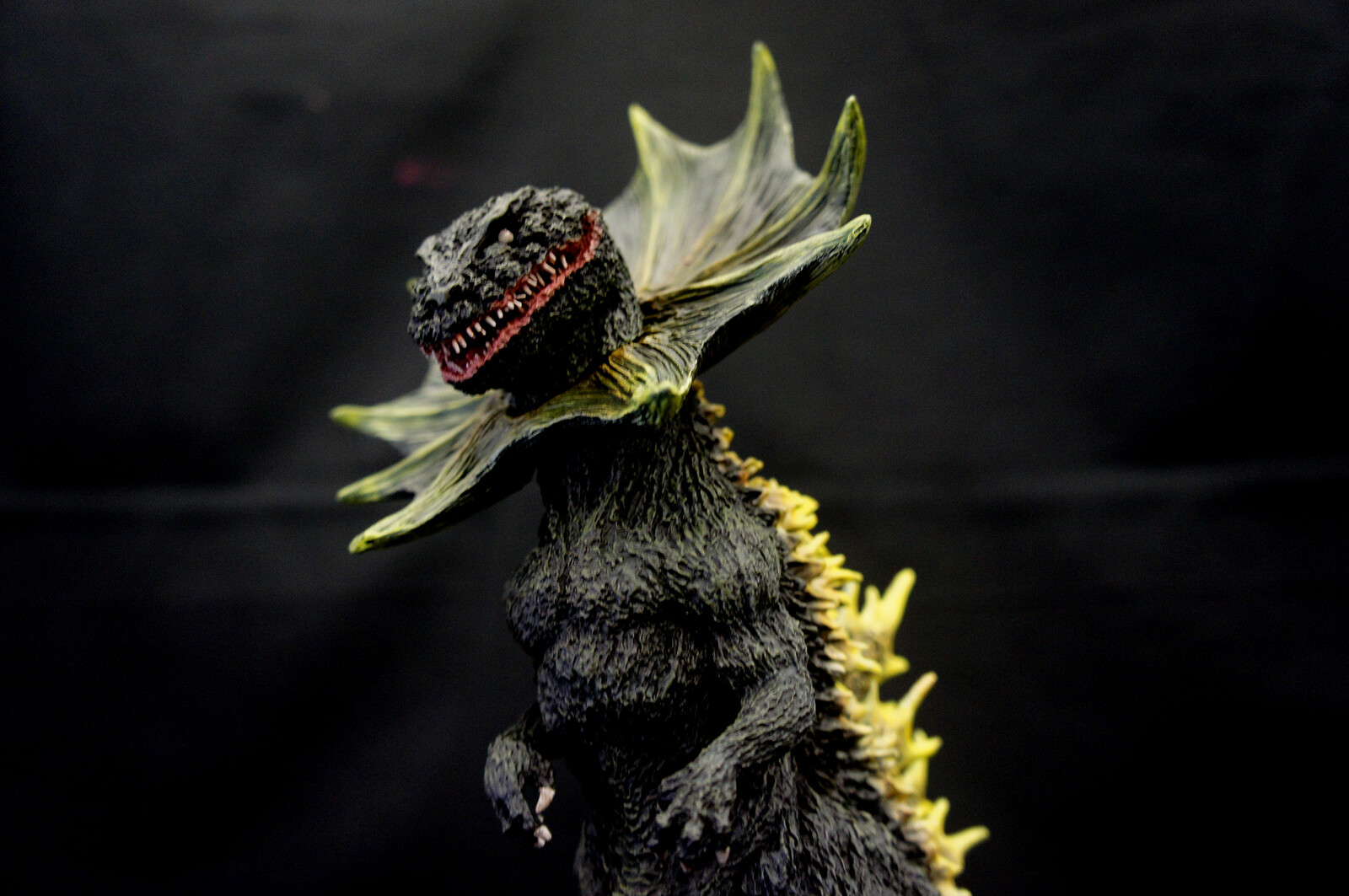Concept Jirass Ultraman Kaiju Art Statue  https://www.solidart.club/