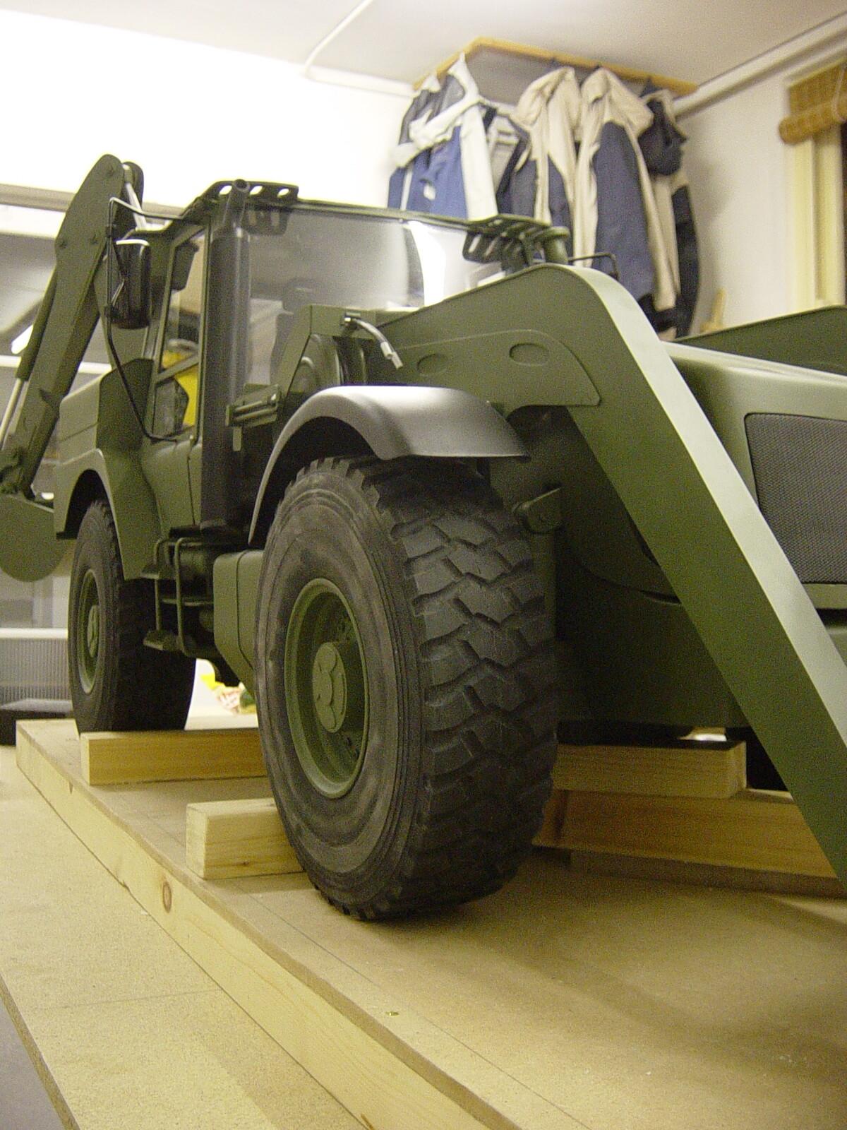 1:5 scale JCB HMEE vehicle