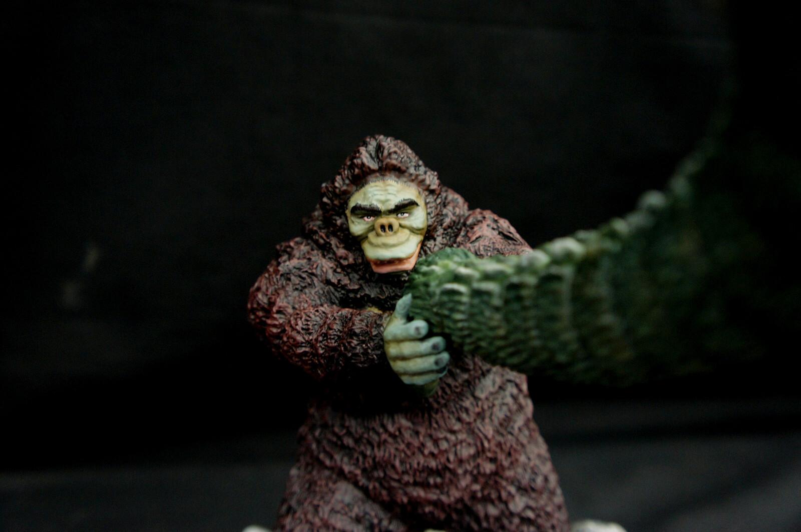 Godzilla vs  Kong Art Statue キングコング対ゴジラ https://www.solidart.club/