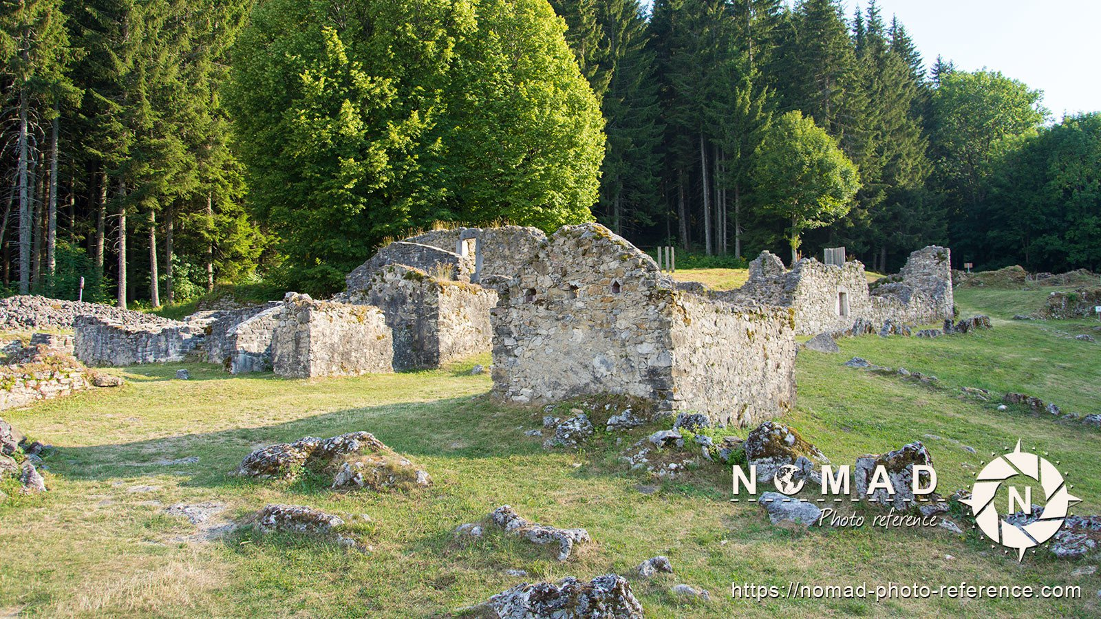 Photo reference pack village ruins 10
